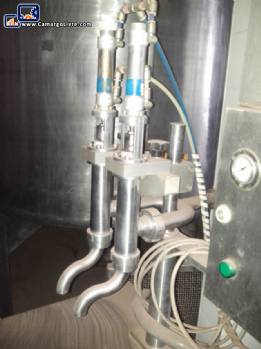 Pneumatic filling machine with 2 nozzles