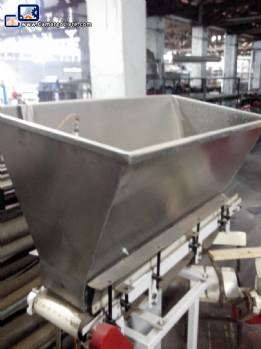 Trough feeder for packaging machines