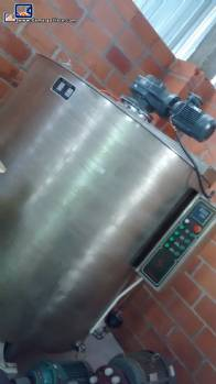 Chocolate jacketed tank