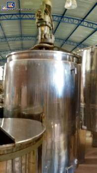 Stainless steel tank for 1,500 liters jacketed with agitator