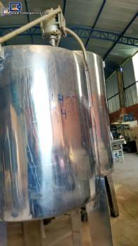 Stainless steel tank with simple shirt and mixer