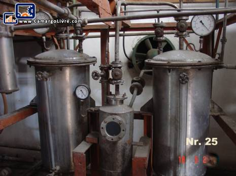 Distillation column for acrylic recycling