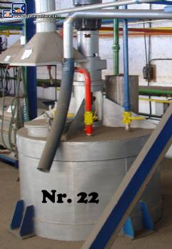 Vertical cylindrical mixer in stainless steel