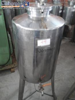 Stainless steel tank with 100 L capacity